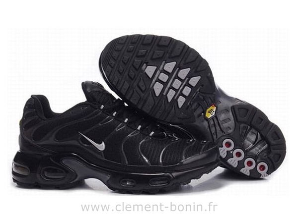 chaussures nike requin